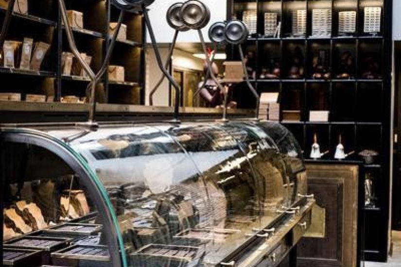 la chocolaterie alain ducasse la manufacture paris. Black Bedroom Furniture Sets. Home Design Ideas