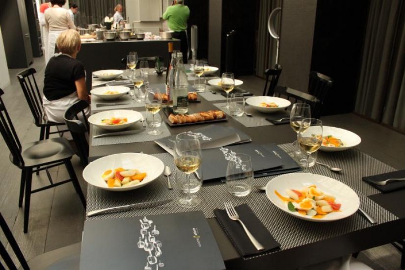 cuisine attitude l 39 atelier cuisine by cyril lignac. Black Bedroom Furniture Sets. Home Design Ideas
