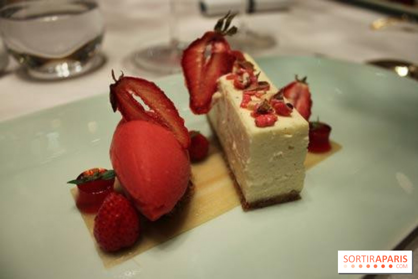 Tom Kitchin au Plaza Athénée - Cheesecake fraise-Rhumarbe