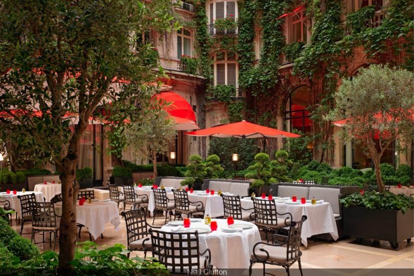 La cour jardin du plaza ath n e se met l 39 heure japonaise for Hotel al heure liege