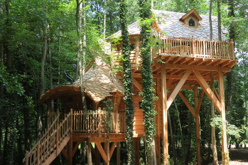 Les cabanes du moulin cabanes dans les arbres en le de for Hotel en amoureux ile de france