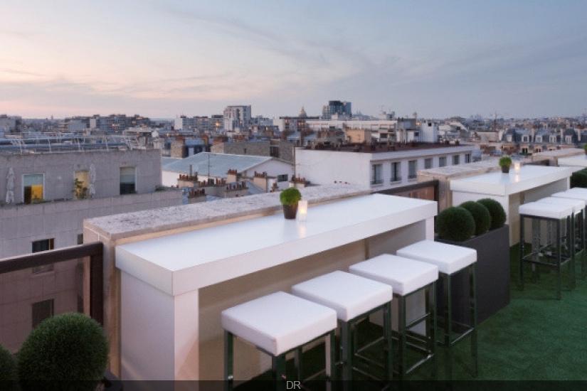 le lounge bar view opening la terrasse ph m re du. Black Bedroom Furniture Sets. Home Design Ideas