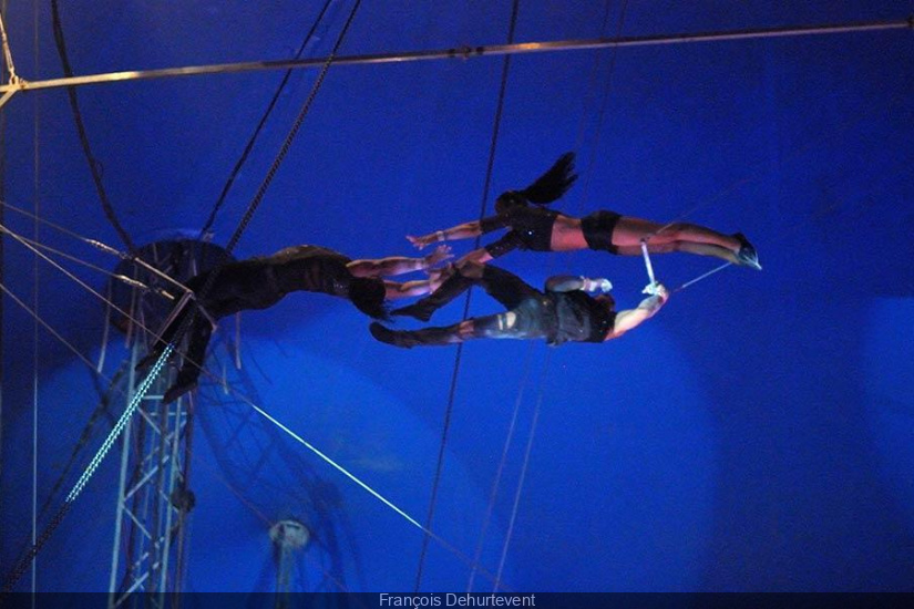 Cirque Pinder : Flying Black Street