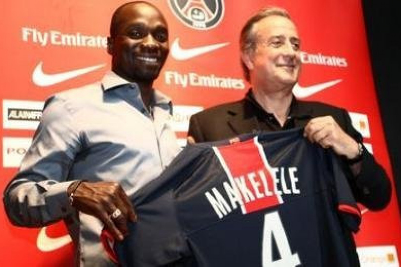 Claude Makelele avec Charles Villeneuve - Paris Saint Germain - Presentation - 21.07.2008 - Conference de Presse - Recrue Recrues Transfert Transferts - Foot Football - PSG - largeur attitude pose portrait president maillot