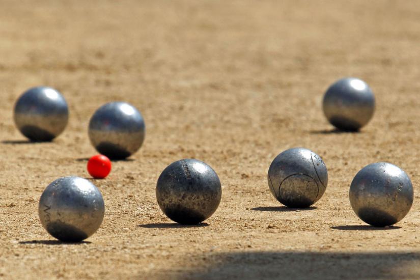 O jouer la p tanque paris for Nettoyer boule de petanque