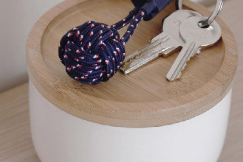 cadeau de no l 2016 un porte cl s utile et connect. Black Bedroom Furniture Sets. Home Design Ideas