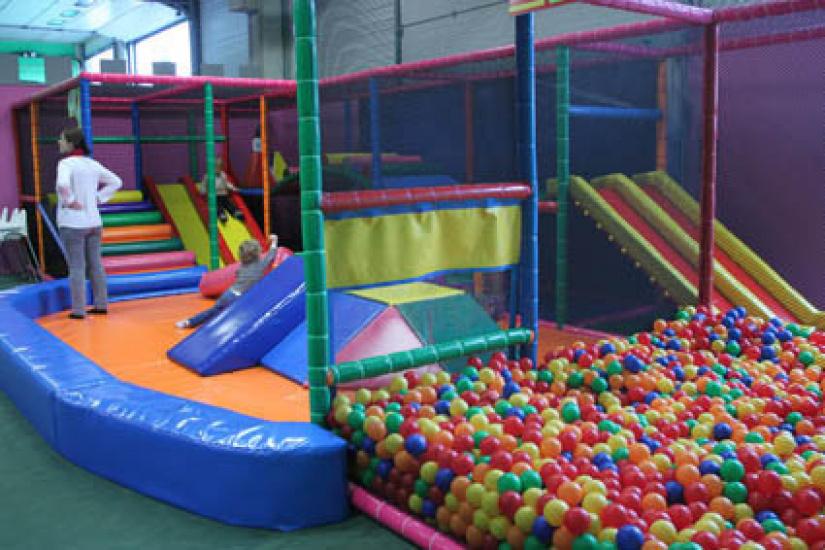 Royal kids le parc de jeux couvert d 39 elancourt for Parc de jeux yvelines