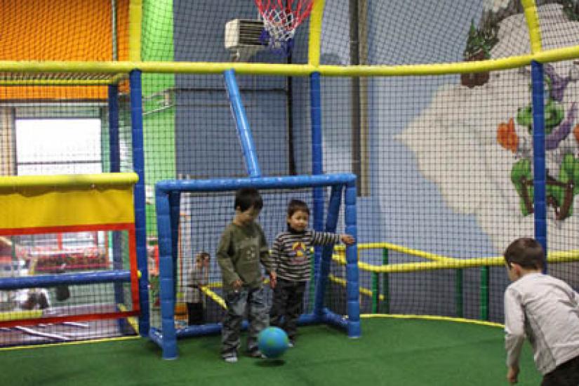 Royal kids le parc de jeux couvert d 39 elancourt for Parc enfant yvelines