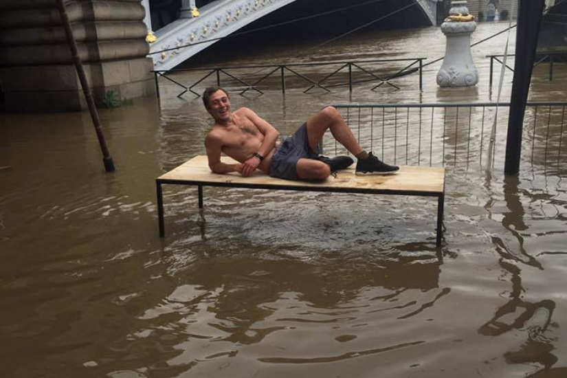 Inondations Paris : Le Showcase