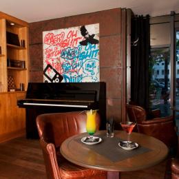 album photos l 39 entrep t le bar restaurant de la villette. Black Bedroom Furniture Sets. Home Design Ideas