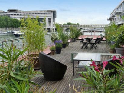 Mademoiselle rose cave manger flottante for Bar la piscine paris 18
