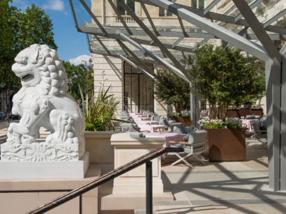 Le Peninsula Paris se transforme en court de tennis