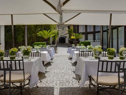 Les terrasses de l h tel du collectionneur nous emm nent - Restaurant le jardin du lavoir aux herbiers ...