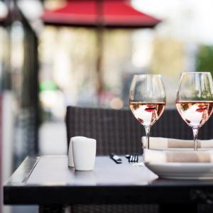 Brunch sur la terrasse du restaurant La Fayette au Hyatt Regency Paris Etoile
