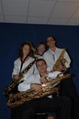 Le Quatuor Thais (au saxo soprano Matthieu Delage + au saxo alto Vincent Dupuy + saxo ténor Hanae Bay- Scarbonchi + au saxo baryton Nicolas Arsenijevic)