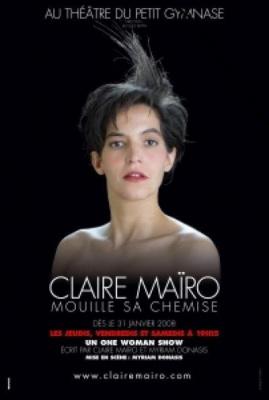 Claire Mairo mouille sa chemise.