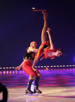 Holiday on ice, festival
