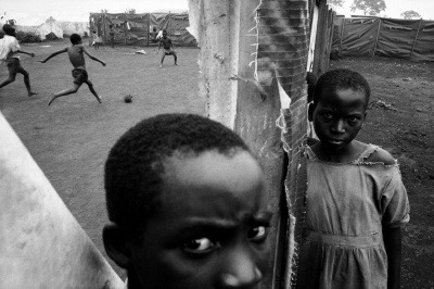 Photo Eli Reed Eli Reed — Tanzania. Benaco. Rwandan refugees. 1995