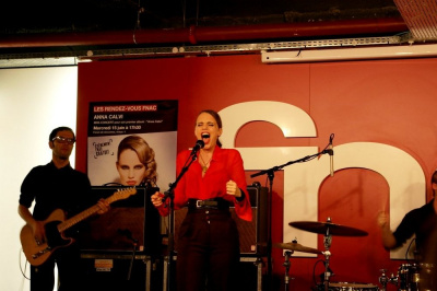 Anna Calvi en Showcase à la Fnac
