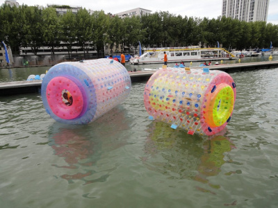 Paris Plages, Bassin de la Villette, Sphères flottantes