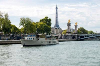 Le Bretagne revient sur la Seine et propose des croisières gourmandes et Jazz