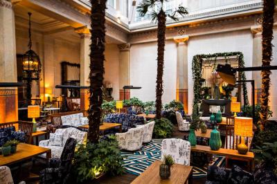 Le jardin d'hiver et bar à champagne et caviar du Prince de Galles