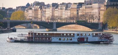 La Compagnie des bateaux de Paris lance les déjeuners guinguette tous les jeudis