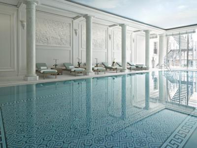 Le Shangri-La Hotel lance son swim & brunch