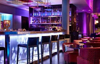 Cocktails Time au bar du Renaissance Paris Arc de Triomphe
