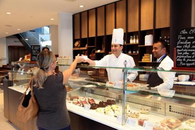 Le café Cordon Bleu ouvre ses portes au public