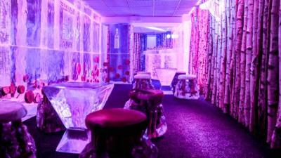 le ice bar du kube hotel paris fait peau neuve. Black Bedroom Furniture Sets. Home Design Ideas