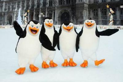 Les Pingouins de Madagascar à la Patinoire de l'Hôtel de Ville