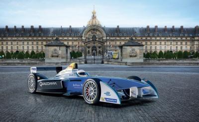 Une course de Formule 1 électrique aux Invalides