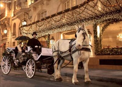 Le Bristol propose un tour de calèche dans Paris