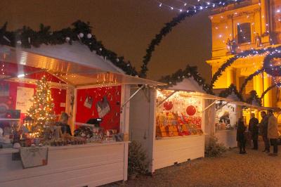 Village et marché de Noël aux Invalides