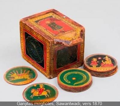 Le musée du Jouet de Moirans-en-Montagne dans le Jura en France. 242591-ganjifas-cartes-a-jouer-indiennes-au-musee-de-la-carte-a-jouer-2