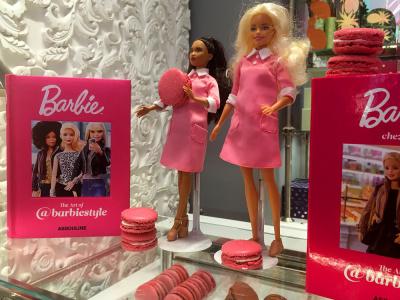 Ladurée x Barbie, la boîte de macarons en édition limitée !