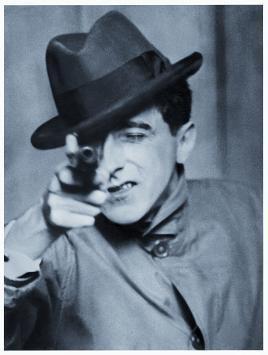 Berenice Abbott, Maison Européenne de la Photographie, Jean Cocteau avec un revolver, 1926 © Berenice Abbott / Commerce Graphics Ltd, Inc.