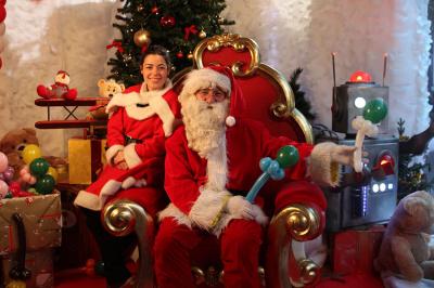 Le Père Noël à la Tête dans les Nuages