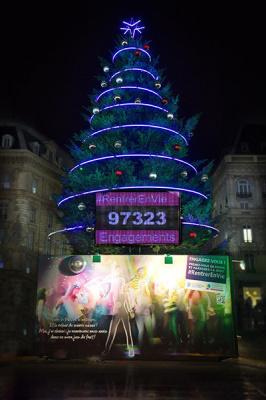 Sapin de Noël géant, place de la République