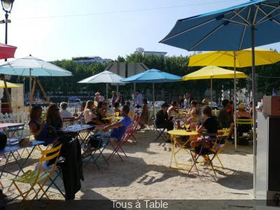 La Guinguette Solidaire Tous à Table et ses Apéricub's à Paris Plages