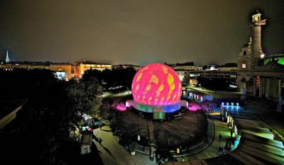La ViennaSphere à Paris, place du Palais Royal