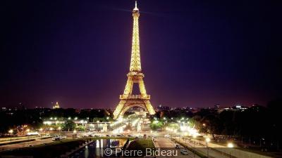 Année France-Corée : la Tour Eiffel illuminée aux couleurs de la Corée