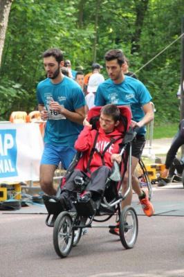 Courir ensemble avec handicap international 2016