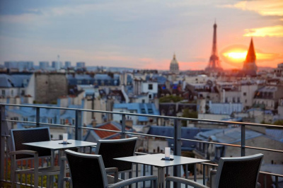 le 43 up on the roof terrasse sur le toit du holiday inn paris notre dame. Black Bedroom Furniture Sets. Home Design Ideas