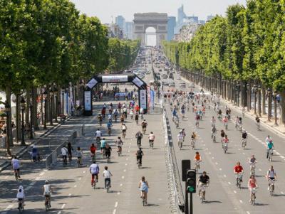 Les 24h Vélib' 2016 sur les Champs-Elysées à Paris
