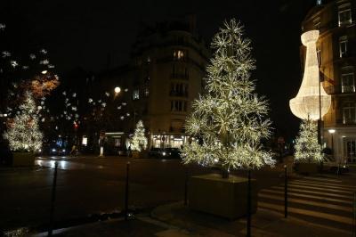 Illuminations de no l 2017 de l 39 avenue montaigne lancement le 17 novembre - Illumination noel paris 2017 ...