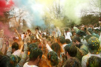 HOLI, la fête des couleurs a embrasé le Jardin d'Acclimatation