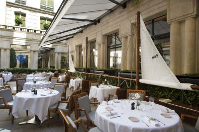 Le Panerai Yacht Club à la terrasse du Park Hyatt Paris Vendôme