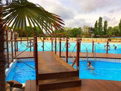 Les piscines d couvertes paris pendant l 39 t for Piscine auteuil